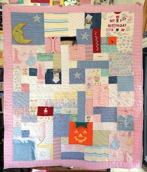 Simple baby clothes quilt
