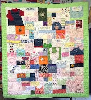 Complex baby clothes quilt